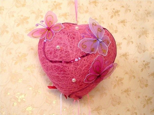 Как сделать декоративное сердце из ниток и клея
