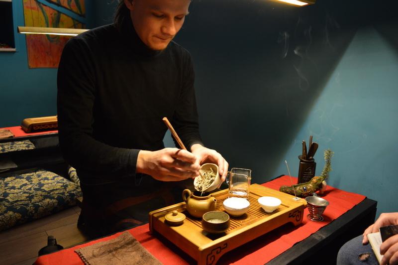 Художник-любитель организовал в Белгороде клуб чайной культуры для творческих людей